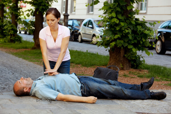 Cardiac-Arrest-10-Helping-Someone-Who-is-experiencing-a-Cardiac-Arrest